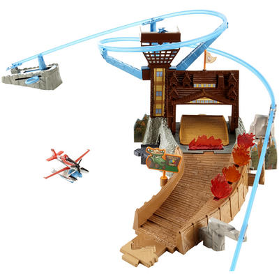 Disney Planes Fire and Rescue Service Fire At Fusel Lodge Toy