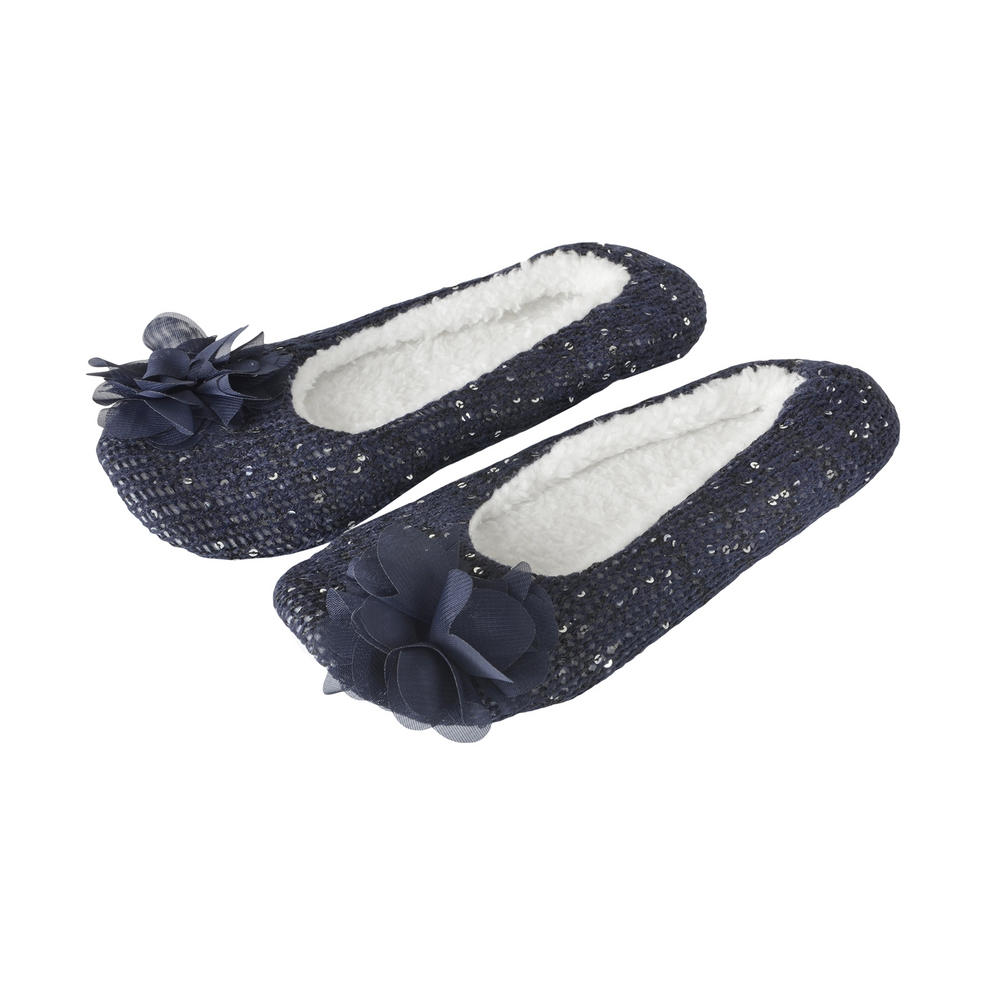 Ballet Flats & Casual Flat Shoes Online Now! At Novo, our range of ballet shoes and flat shoes are sure to effortlessly combine comfort with style. From black ballet flats to silver ballet flats, the wide selection includes styles suitable for both work and casual events, easily taking you from day to night.