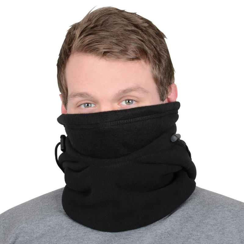The men's scarves, sports snoods and gaitors range include an array of styles, including full hoods and versatile neck warmers. Each gaitor is designed to keep you warm during your runs, with breathable fabric to aid performance and ensure optimal temperature.