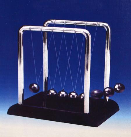 Classic Newton's Cradle - Full Size