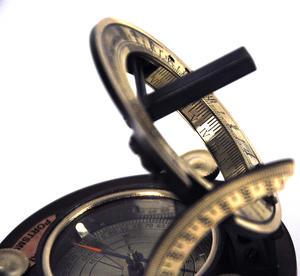 Ship's Sundial Compass - The Portsmouth Sundial Thumbnail 4