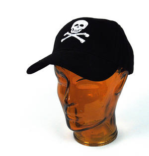 Pirate Skull & Crossbones - Yachting / Boating Peaked Cap Thumbnail 2