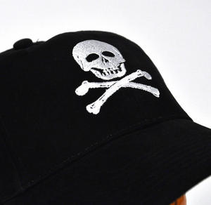 Pirate Skull & Crossbones - Yachting / Boating Peaked Cap Thumbnail 4