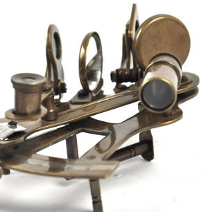 Antiqued Sextant with Wooden Presentation Box Thumbnail 2
