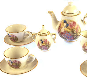 Jemima Puddleduck Porcelain Tea Set and Rose Basket Hamper Thumbnail 5