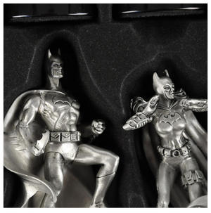 Special Collectors Edition - Batman Pewter Chess Set - LED Gotham Cityscape & Bat Signal Projection Thumbnail 5