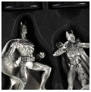 Special Collectors Edition - Batman Pewter Chess Set - LED Gotham Cityscape & Bat Signal Projection Thumbnail 5