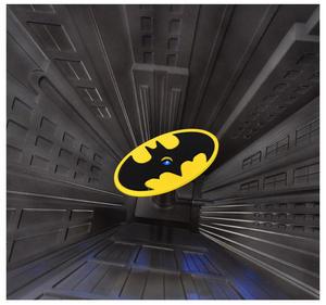 Special Collectors Edition - Batman Pewter Chess Set - LED Gotham Cityscape & Bat Signal Projection Thumbnail 8