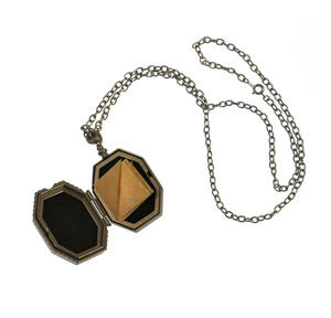 Harry Potter Replica Faux Horcrux Locket of Regulus Black with Display Case Thumbnail 2