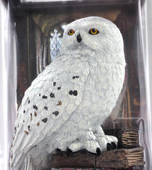 Hedwig - Harry Potter Magical Creatures by Noble Collection Thumbnail 3