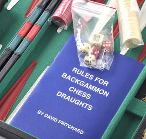 Compact Attaché Backgammon - Classic Travel Companion in an Attaché Case Thumbnail 3