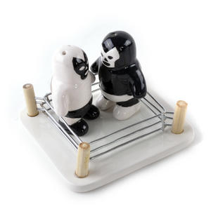 Luchador Salt Vs Pepper Shakers Thumbnail 4