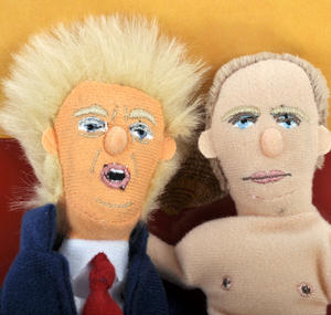 "Trump & Putin ""Best Comrades"" Finger Puppet Set Thumbnail 4"