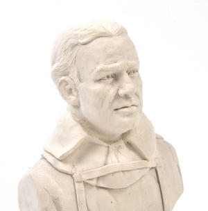 Ernest Shackleton Statuette - Famous Faces Collection Plaster Bust Thumbnail 2