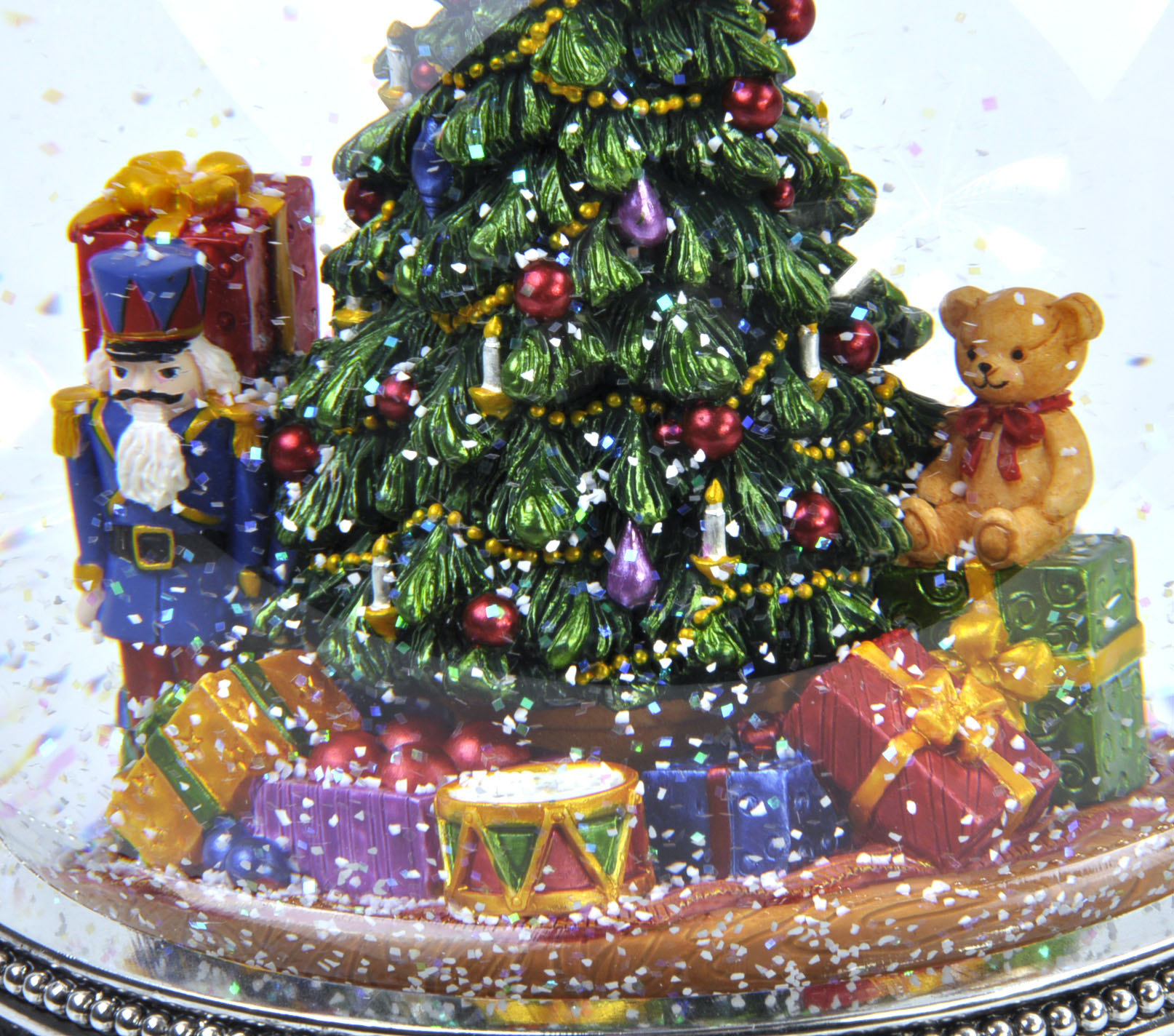 Snowing And Musical Christmas Tree: MusicBox Kingdom 56055 Christmas Tree Snow Globe Music Box