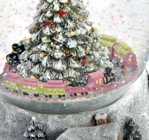 "MusicBox Kingdom 58069 Cosy Cottage Snow Globe Music Box, Plays The Melody ""Tannenbaum"" Thumbnail 4"