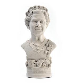 Queen Elizabeth ll Statuette - Famous Faces Collection Plaster Bust Thumbnail 3