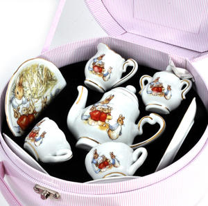 Beatrix Potter Peter Rabbit & Family Tea Set in Hatbox Thumbnail 5