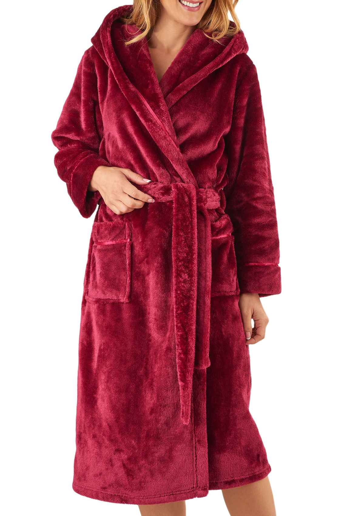 Offers luxury spa robes and slippers for men and women. Our bathrobes are made with soft cotton and plush microfiber. Available in robe sizes and a variety of colors.
