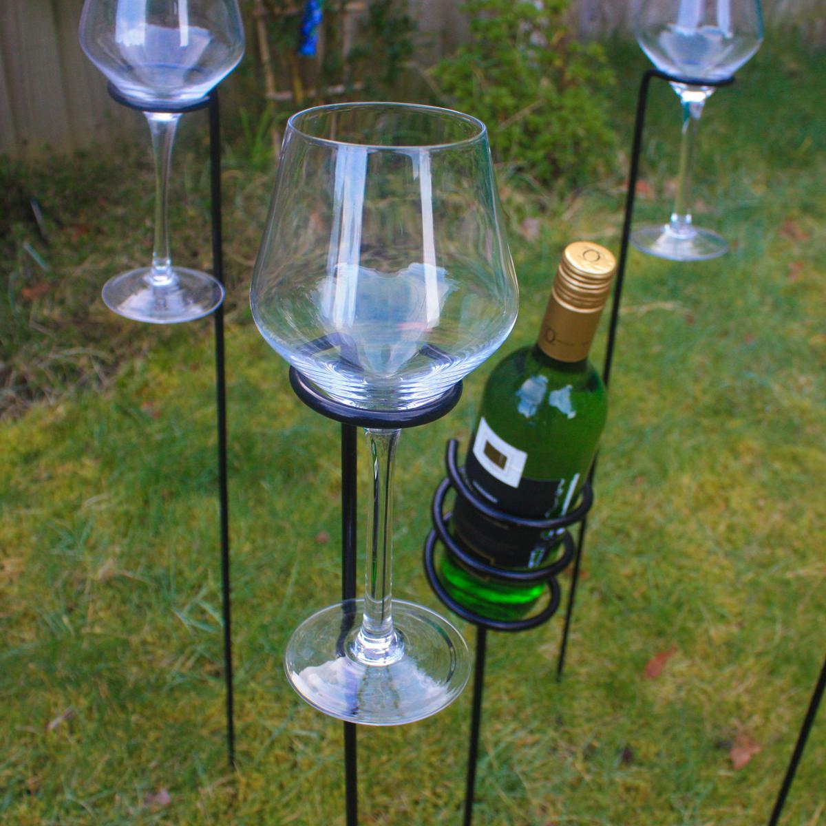 Woodside outdoor wine bottle glass holder set woodside for Glass bottles for wine