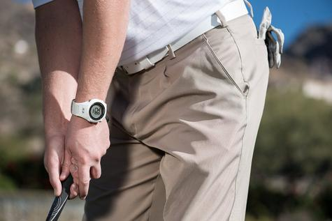 Garmin S1 Approach Golf GPS Rangefinder Watch Black 7400+ Preloaded Golf Courses Thumbnail 2