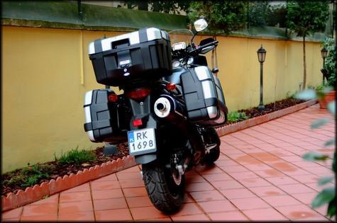 GIVI TRK52N Trekker|52L Universal Motorcycle Top Case|Monokey Aluminium HardBag Thumbnail 4