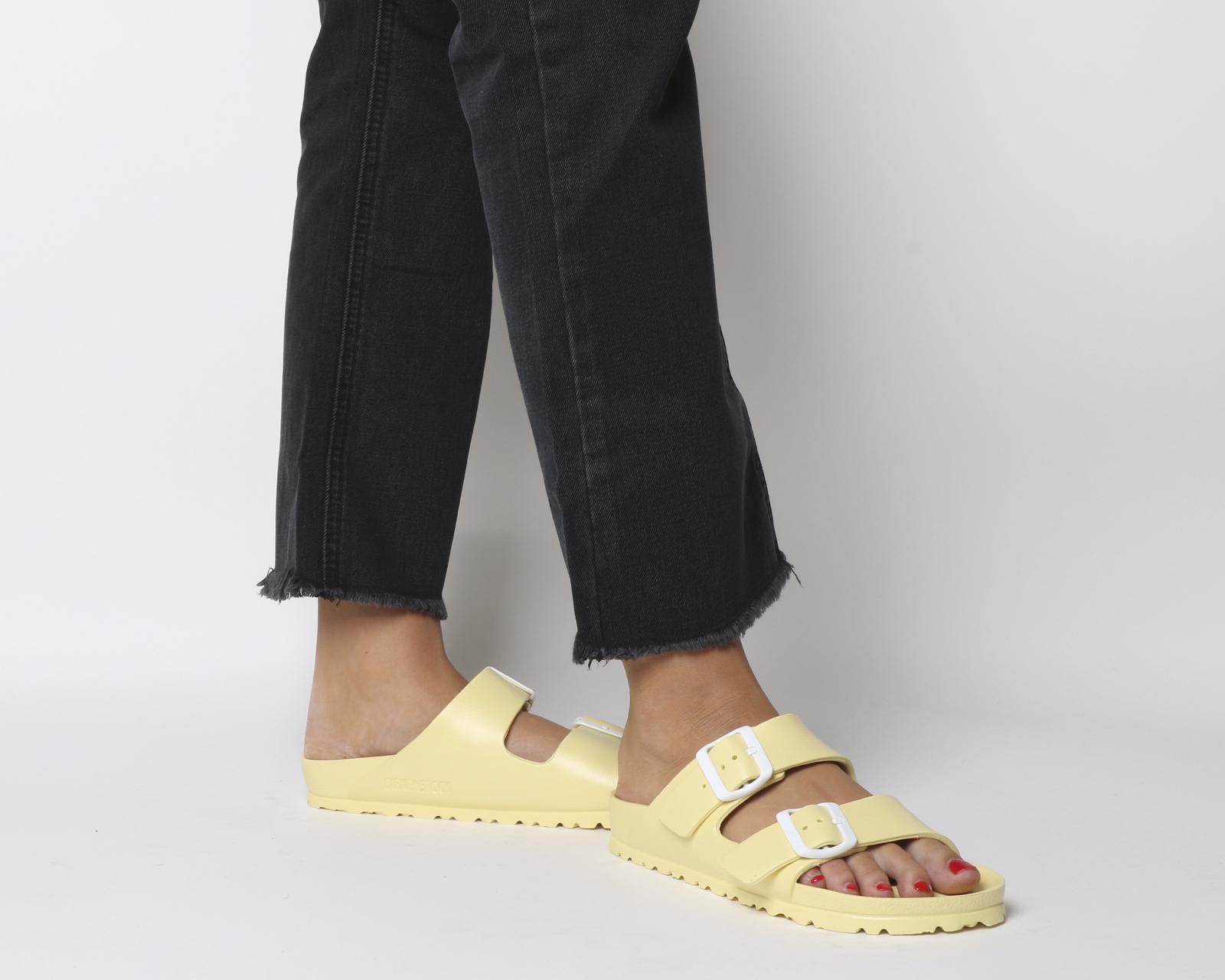Dettagli su Donna Birkenstock Arizona Due Sandali con Cinturino Morbido  Giallo di Plastica ac9cf5c5dba