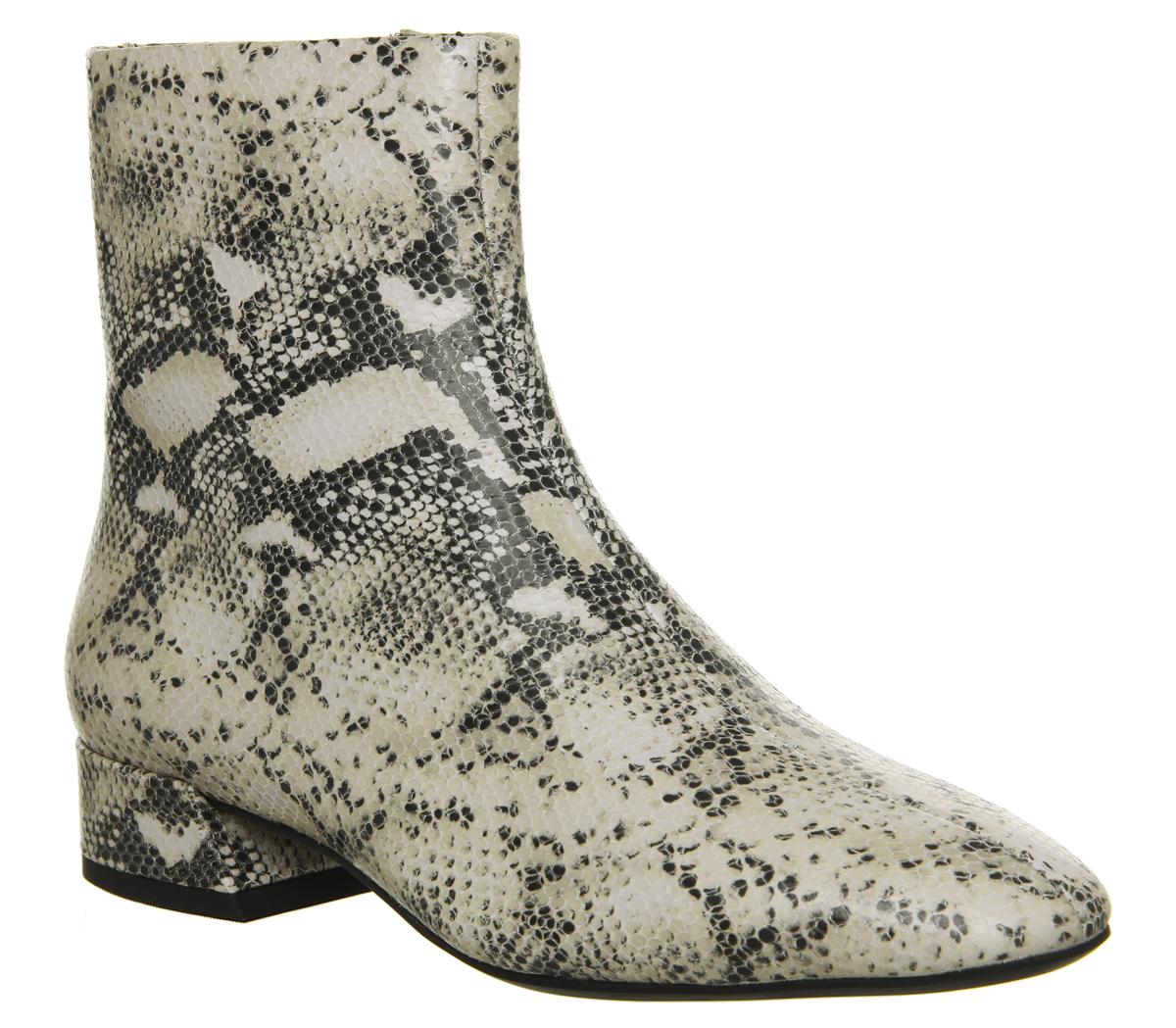 d4b3649f302 Sentinel Womens Vagabond Joyce Ankle Boots Sand Black Boots