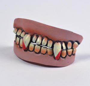 Vampire Dracula Full Set Of Teeth With Fangs Halloween Fancy Dress