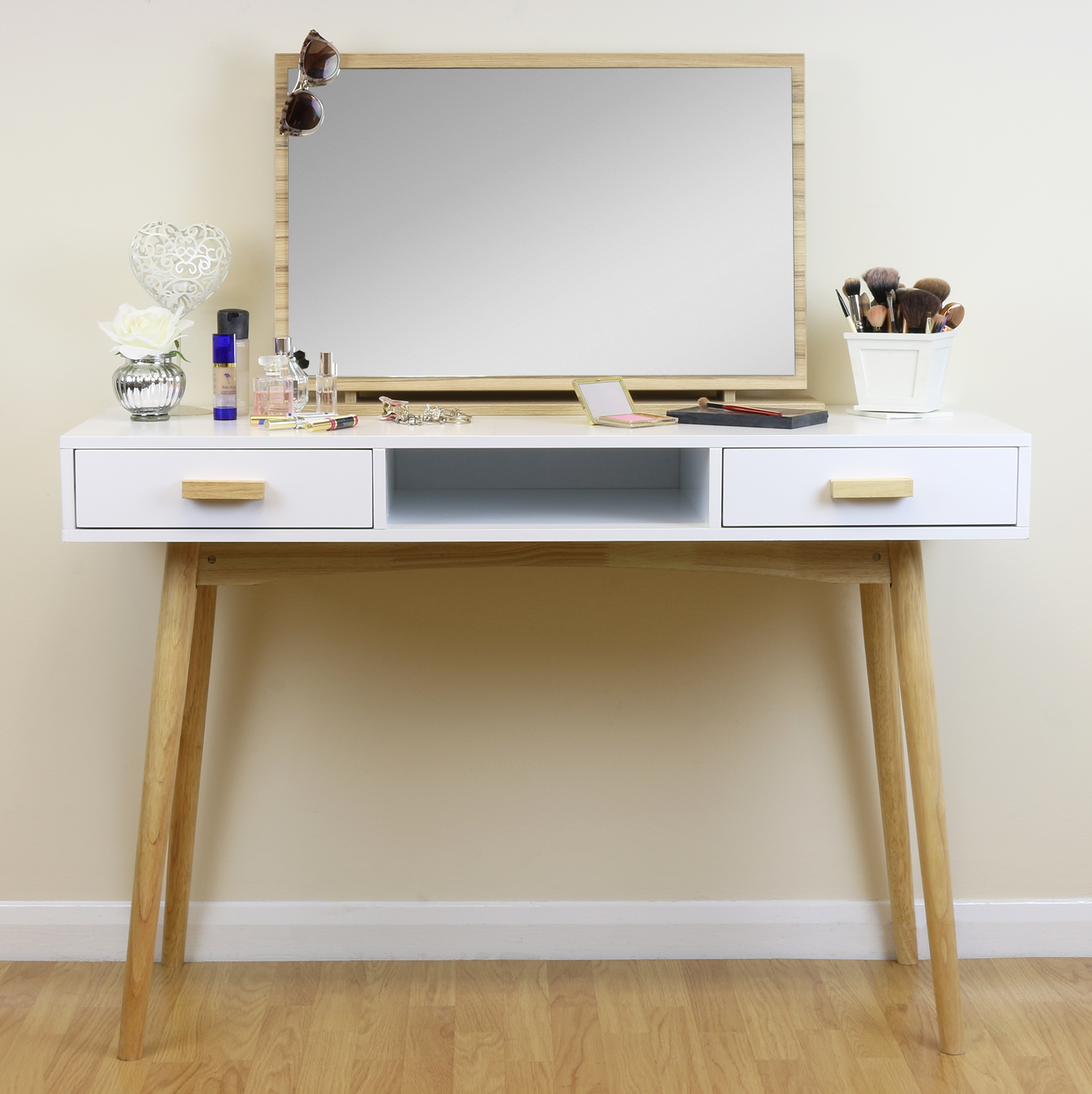 Modern White Dressing Table: White Scandinavian Modern Bedroom Dressing Table Makeup
