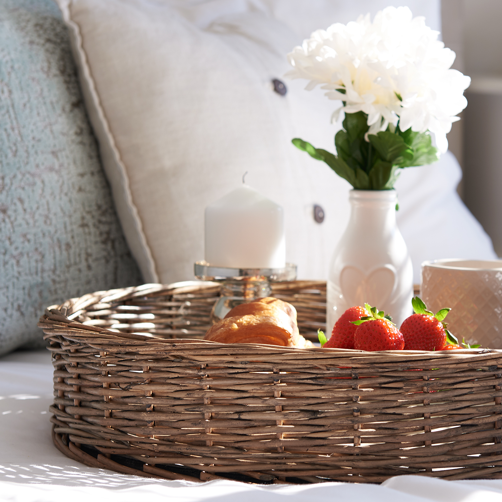 Hartleys-Round-Wicker-Serving-Tray-Decorative-Wooden-Platter-Coffee-Table-Decor thumbnail 17