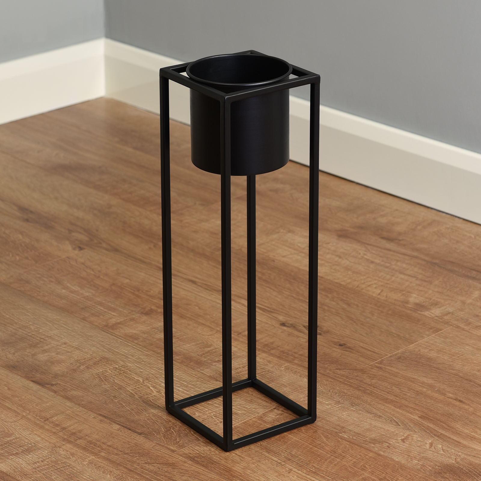 Hartleys-Small-Round-Freestanding-Black-Metal-Plant-Pot-Tall-Square-Floor-Stand thumbnail 12