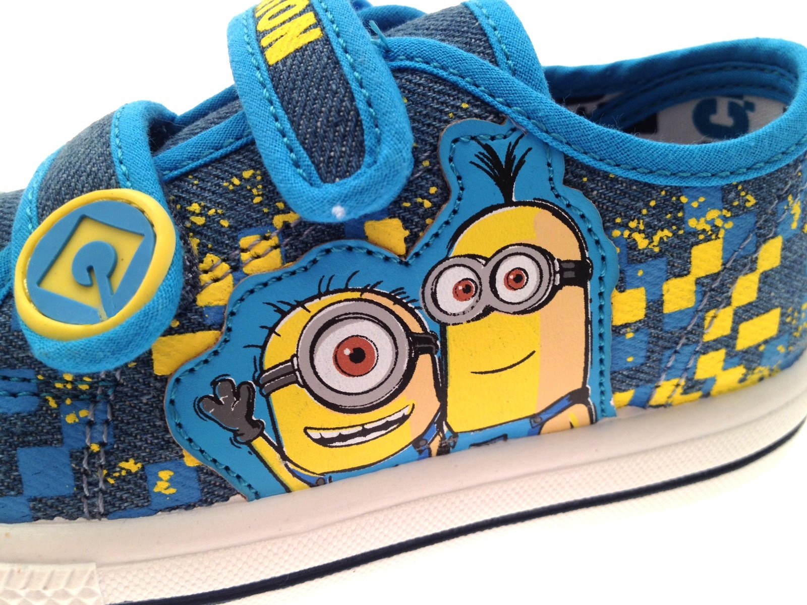 Boys Minions Yellow Blue Plimsolls Pumps Skate Trainers Kids Canvas