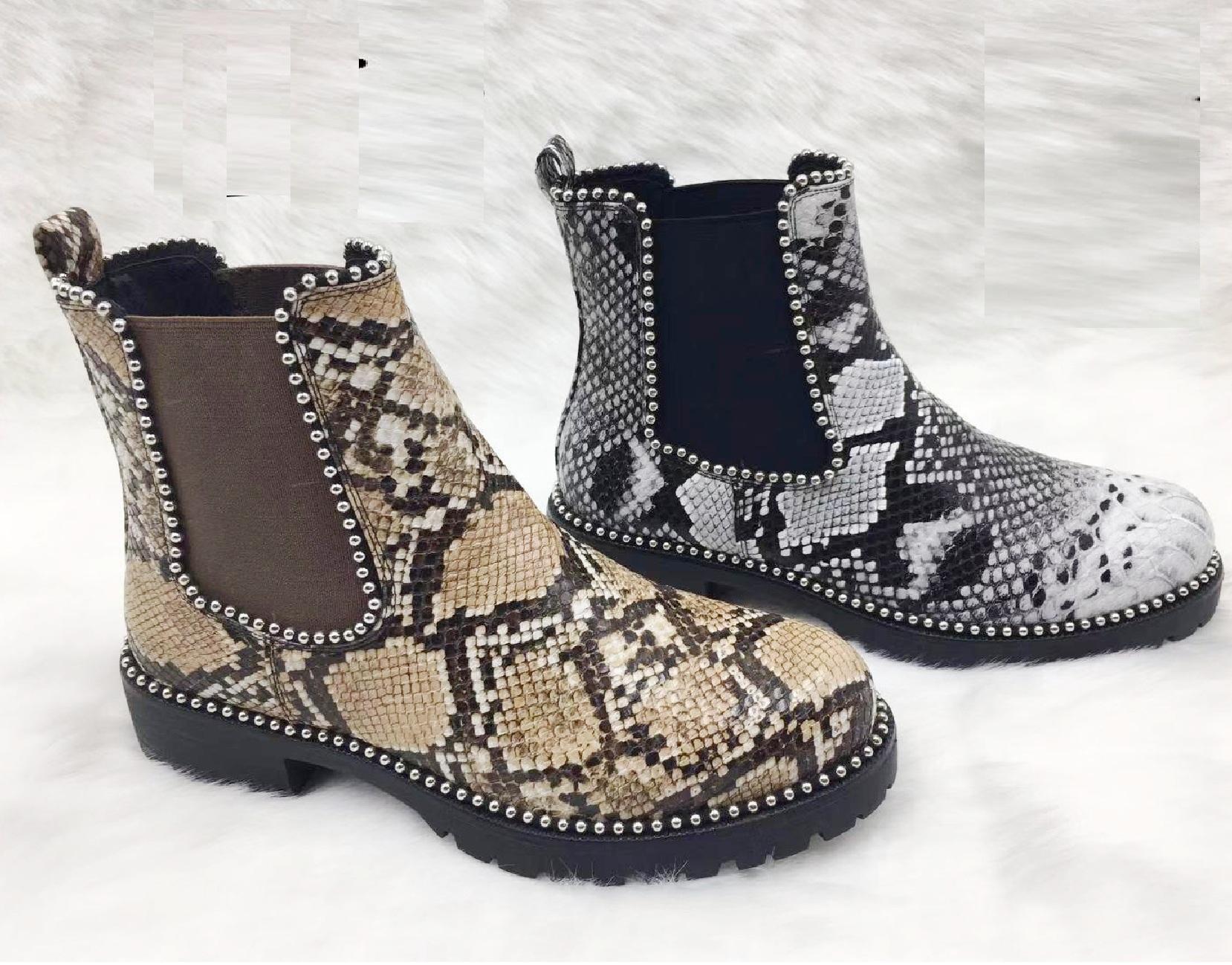 Détails sur Femme Chelsea Cheville Peau De Serpent Clouté Talon Bas Punk Chunky Bottes Chaussures afficher le titre d'origine