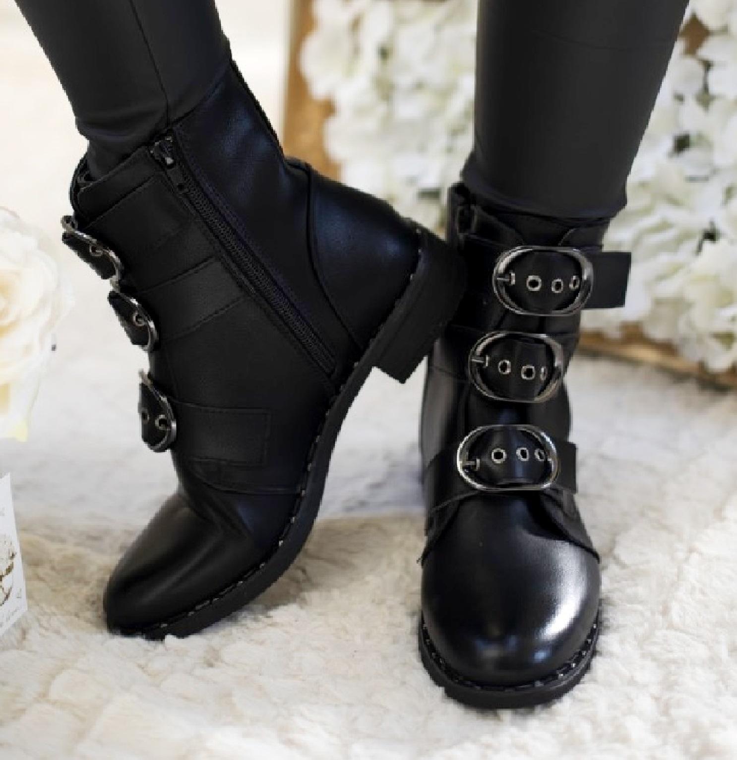 Scarpe Stivali Stivaletti donna pelle nero borchie fibbia cinta suola
