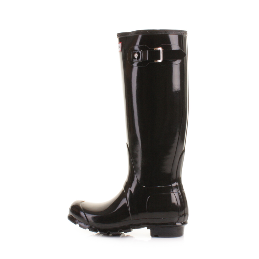 Hunters original tall black gloss ladies boot is a vibrant Wellington that  will be noticed. A boot that can be worn out and about and even dressed up. 5ef32cd448