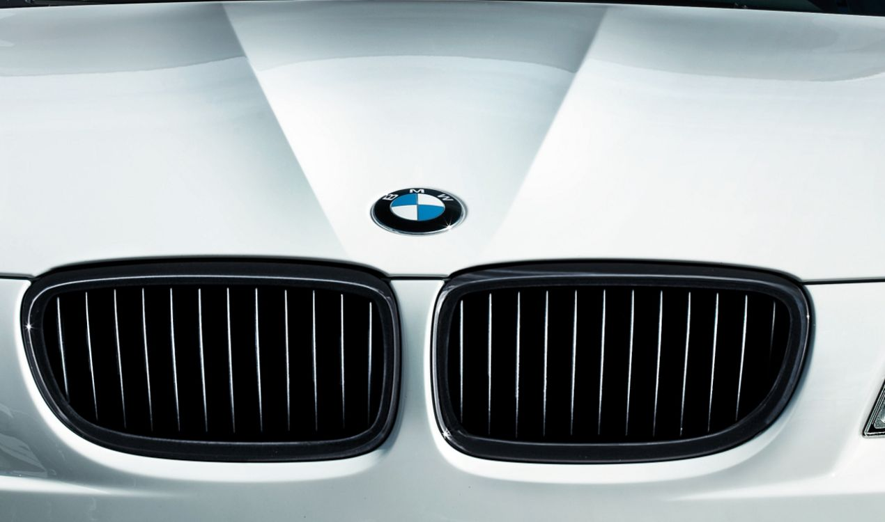 BMW NEW GENUINE E90 E91 2005-2011 FRONT WHEEL ARCH ACCESS COVER 7143847