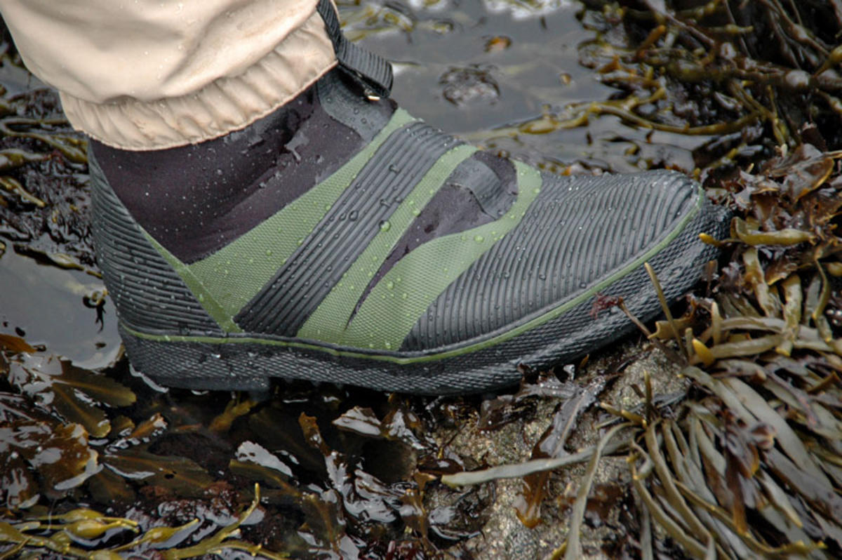 BISON BEARCLAW STUDDED WADING SHORE