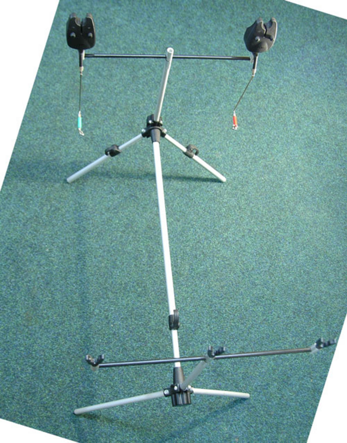 ALUMINIUM ROD POD COMPLETE WITH BUZZ BARS, ROD RESTS, 3 ALARMS & SWINGERS