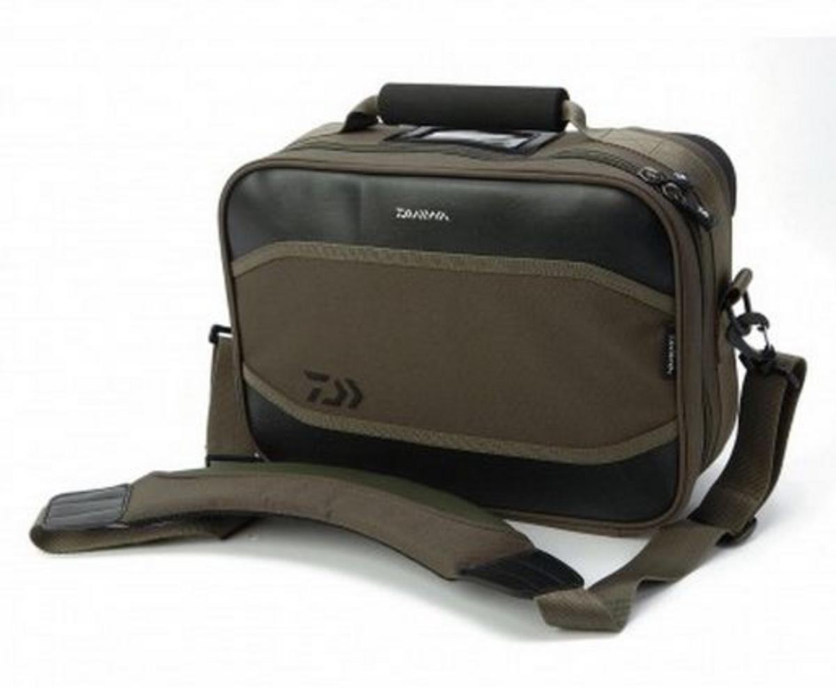 NEW DAIWA GAME 10 COMPARTMENT REEL CASE BAG MODEL NO. DGRC1