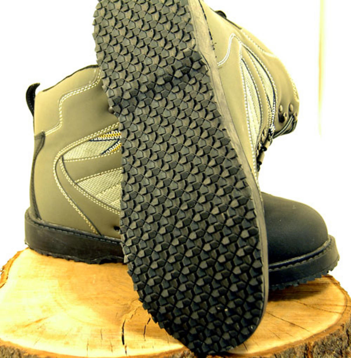 Bison wading boots in studded felt sole or rubber sole for Fishing waders with boots