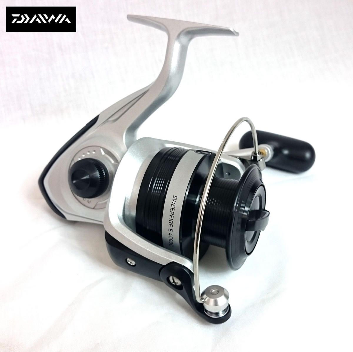 NEW DAIWA SWEEPFIRE E 4500C FISHING SPINNING REEL Model No. SWE4500C