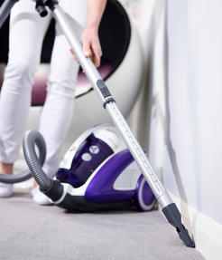 Hoover CU81_CU11001 Curve Bagless Cylinder Vacuum Cleaner - Purple and White [Energy Class A] Thumbnail 5