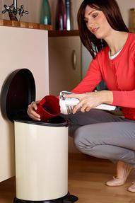 Hoover Handy SJ60DA6 Cordless Handheld Vacuum Cleaner, 6 V - Red Thumbnail 5