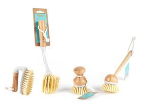 Beldray Bamboo Dish Scrubbing Brush Set of Four Thumbnail 1