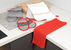 Progress Manhattan Performance Kitchen Set with Oven Gauntlet, Magnetic Microwave Mitts and Pack of Three Tea Towels, Grey/Red Thumbnail 8
