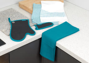 Progress Professional Kitchen Set with Neoprene Oven Gauntlet, Neoprene Pan Handle Sleeve and Pack of Three Tea Towels, Teal Thumbnail 8