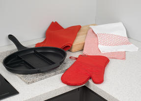 Progress Aluminium 4 Section Non Stick Frying Pan with Oven Gauntlet and Pack of Three Tea Towels, Black/Red Thumbnail 8