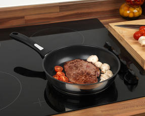 Thomas P500112 Lock & Pour Non-Stick Frying Pan, 26 cm, Stainless Steel Thumbnail 2
