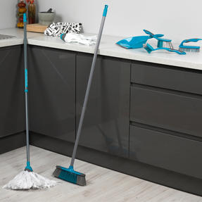 Beldray Cleaning Set with Extendable Cloth Mop and Mop Refill Thumbnail 2